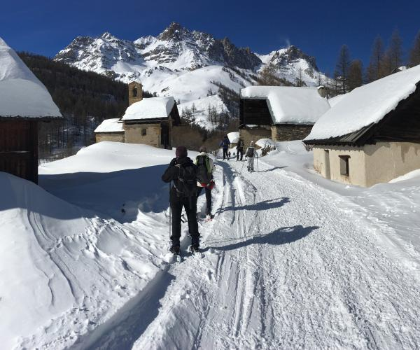 Alpes : La vallée de Névache en raquettes